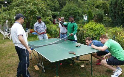 """Tischtennis-Schnupperkurs mit John im """"Interkulturellen Garten"""""""