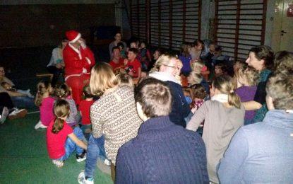 Der Weihnachtsmann überraschte unsere Kinderturngruppen
