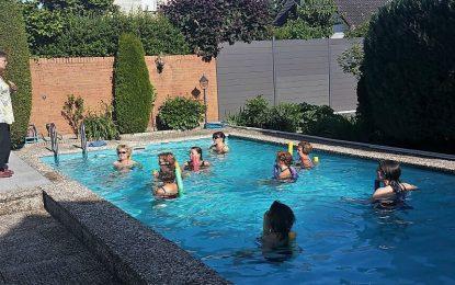 """Ein jeder Sommer beginnt erst mit der """"Fit und Fun für Frauen-Poolabschlussparty""""!"""